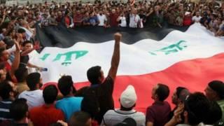 مئات العراقيين يحتجون على انقطاع الكهرباء
