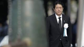 安倍晉三在廣島和平公園原爆70週年悼念儀式上(6/8/2015)