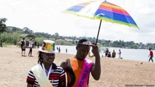Miss e mister da parada gay de Uganda (Foto: Edward Echwalu/Reuters)