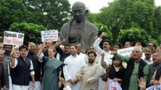 संसद परिसर में कांग्रेस का प्रदर्शन