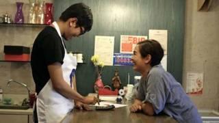 Café aberto para filho autista muda vida de deficientes filipinos