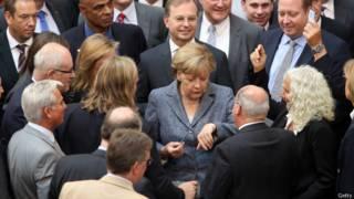 Меркель и депутаты