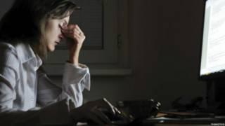 Trabalhar muitas horas aumenta risco de derrame, diz estudo