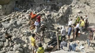 """غارات التحالف """"تقتل العشرات"""" في مدينة تعز في اليمن"""