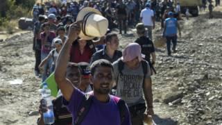 Толпы мигрантов