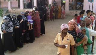 सिवान में मतदान के दौरान वोटर