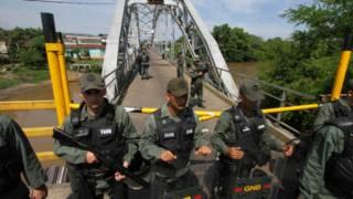 Guardias venezolanos en la frontera con Colombia