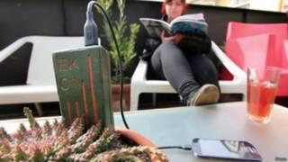 Cargador diseñado por ingenieros chilenas se conecta a una planta