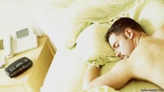 عدد ساعات النوم القليلة قد تجعلك أكثر عرضة لنزلات البرد