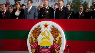 Празднование 70-летия Победы в Тирасполе (в центре - вице-премьер РФ Дмитрий Рогозин)