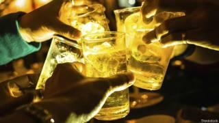 Чокаемся и выпиваем