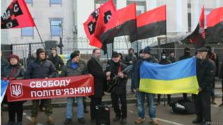 Протест під посольством РФ з вимогами звільнити Карпюка і Клиха