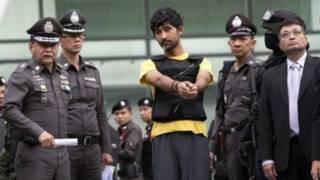 पुलिस घेरे में संदिग्ध