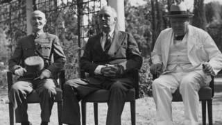 蒋介石(左)、罗斯福(中)、丘吉尔(右)在开罗会议上(11/1943)