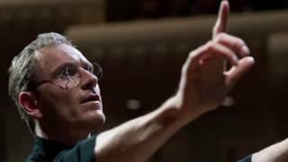 Michael Fassbender interpretando a Steve Jobs