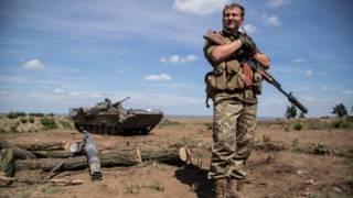 Боец украинской армии в Донбассе