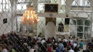 Oração na Mesquita do Pari Foto: Camilla Costa   BBC Brasil