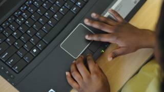 Alunos brasileiros estão na lanterna em ranking de habilidades digitais, diz OCDE