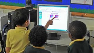 Школьники перед компьютером