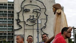 Cristo en la plaza de la revolución