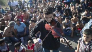 Edirne'de sığınmacılar geceyi güreş meydanında geçirdi