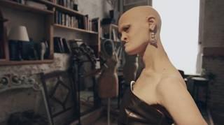 A modelo careca e sem dentes que venceu no mundo da moda