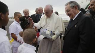 Papa Francisco e Raúl Castro   Foto: AP