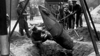 Disposición de una bomba de la Segunda Guerra Mundial