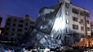 一栋被炸弹损毁的房屋。