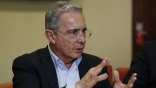 Fiscalía de Colombia pide investigar al expresidente Uribe por masacre de 1997