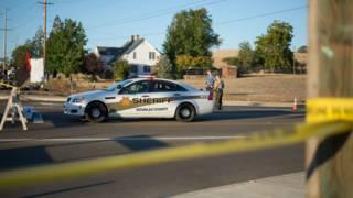 美国俄勒冈州校园枪击案现场的警车