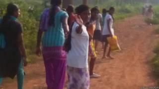 झारखंड स्कूल से जाती छात्राएं