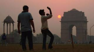 Jugando en un parque en Delhi