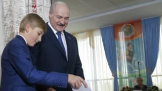 Lukashenko kenja o'g'li Nikolay bilan tez tez ko'rinish beradi