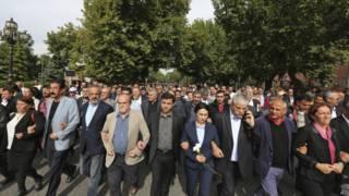 तुर्की में रैली में धमाकों का विरोध