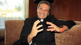 'Igreja é homofóbica, cheia de medo e ódio', diz padre gay afastado pelo Vaticano