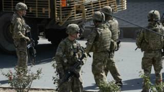 अफ़ग़ानिस्काम मैं तैराम अमरीकी सैनिक