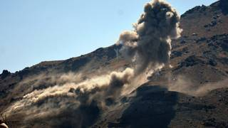 """معارك بين الحوثيين وقوات هادي في الشمال والحوثيون """"يشنون هجوما"""" على نجران السعودية"""