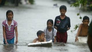 дети после тайфуна