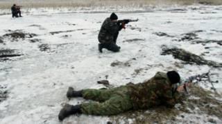 Украинские солдаты на снегу
