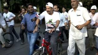 नो कार डे पर साइकिल रैली में दिल्ली के मुख्यमंत्री अरविंद केजरीवाल.