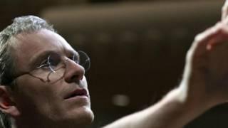 """رؤية نقدية: هل أعطى فيلم """"ستيف جوبز"""" للرجل حقه؟"""