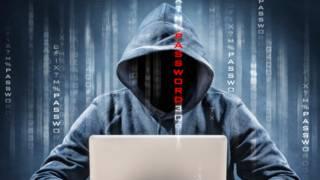 """El """"hacktivista"""" que destruye páginas web racistas y homófobas"""