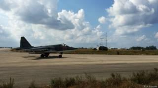 """Штурмовик Су-25 на авиабазе """"Хмеймим"""" в Сирии."""