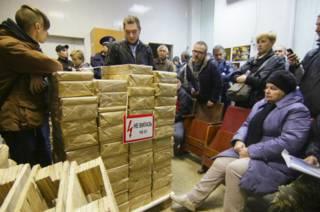 Активисты блокируют вывоз бюллетеней