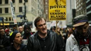 تارانتينو في وقفة احتجاجية
