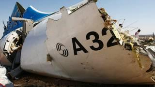 """El avión ruso que se estrelló en Egipto """"tenía una bomba en la bodega de equipaje"""""""