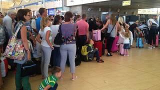السفير البريطاني ينفي ما تردد عن إلغاء رحلات من مطار شرم الشيخ