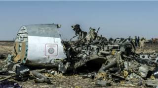 Обломки российского авиалайнера А321 на Синае