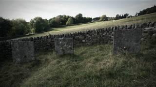 могильные плиты